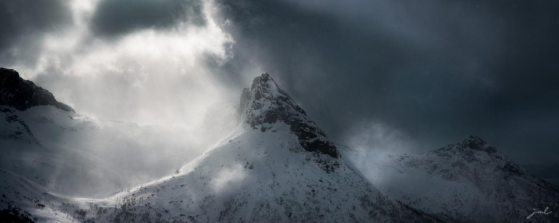 Lumière sur les crêtes – Ile de Senja